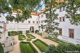 Obrázek z Augustine Hotel Sundial Garden