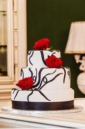 Obrázek z Svatební dort s živými růžemi