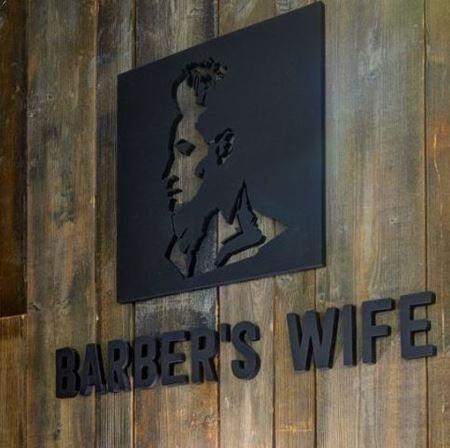 Obrázek z Barber's wife