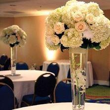 Obrázek Vysoká zúžená váza s kvetinami