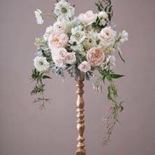 Obrázek Květinová dekorace na svícnovém držáku